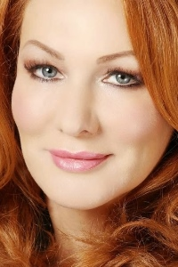 Kerry Daynes red head TV Pyschologist stunning head and shoulders photo