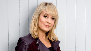 Stunning headshot of TV & Radio Broadcaster, Speaker and Awards Host Nicki Chapman presents Escape to the Country and Wanted Down Under